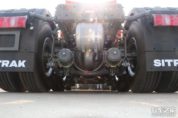 这驾驶蹦迪都够了!汕德卡超高顶牵引车更爽关键还是自动挡