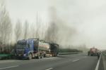 事故预警 装载27.6吨危险品车辆轮胎起火 卡友:怎么预防车辆自燃?