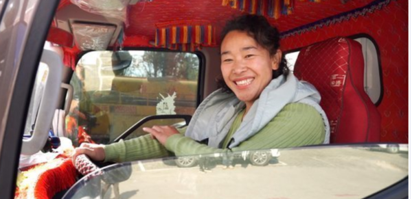 拉绿通跑全国一个女人开卡车有多不易