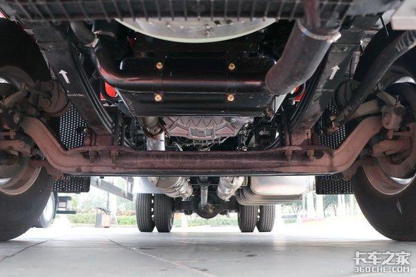国六阶段6米8载货车怎么选?这4款高顶双卧你看行吗!