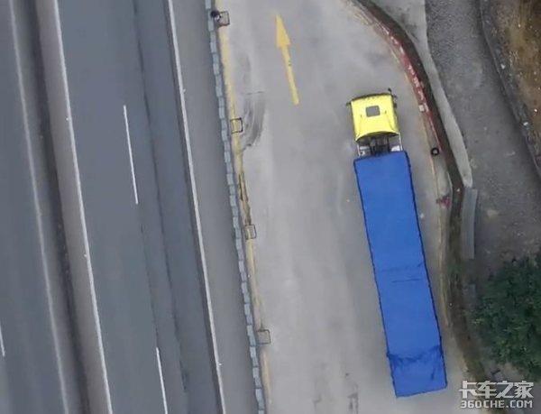"""货车司机有多""""狠""""?独自穿越无人区个个都是孤胆英雄"""