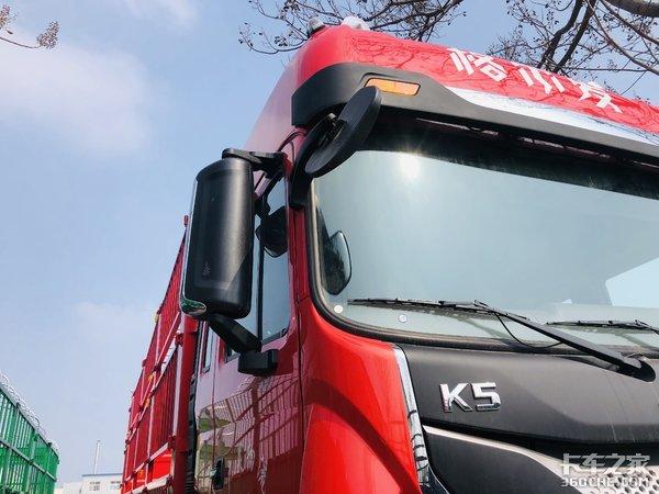 同样车货总重31吨 8x2载货车更胜一筹