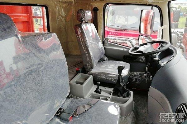 主推性价比川交6X2自卸车5.8米货箱满足运输需求