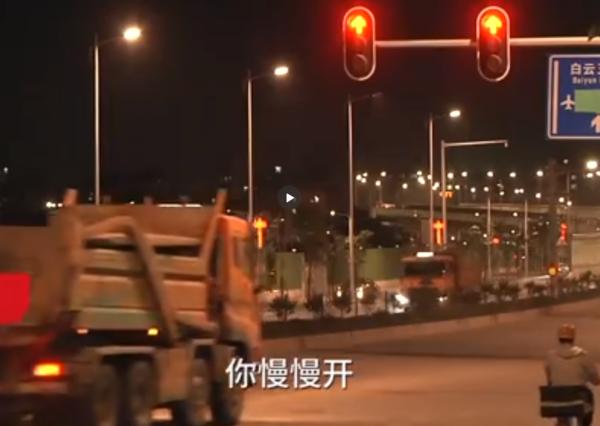 正经开车老板不要!广州卡友曝冲红灯潜规则:一切由车队补偿买单