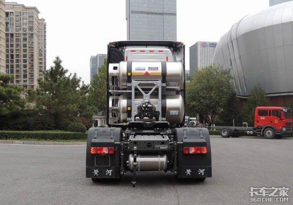 加持潍柴15L燃气动力重汽黄河有新变化!侧置双气瓶是亮点