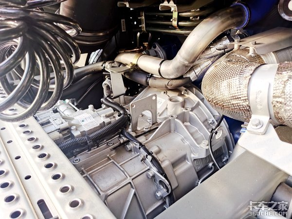 4X2配潍柴530马力燃气机!黄河又出新配置带1350L侧置双气罐