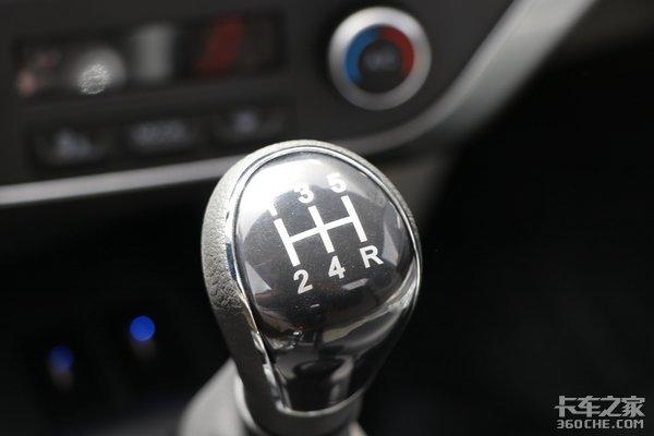 8.38万指导价堪比轿车内饰HOWO智相小轻卡来了!