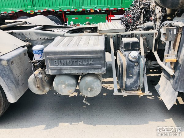 退役的HOWO7危化品牵引车售价仅6w运输砂石料更合适