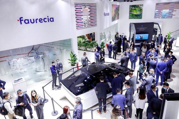 来上海车展看佛吉亚'未来座舱'、氢能源卡车模型炸街!