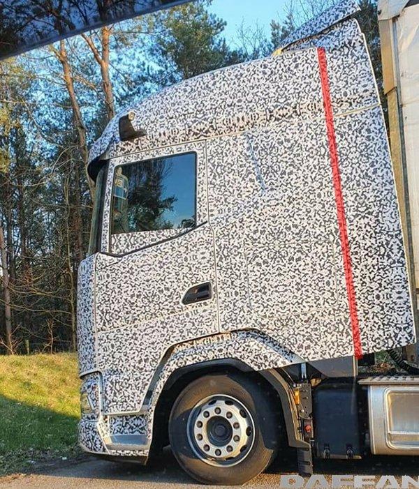平头卡车驾驶室竟然可以这么长达夫XF新车太扎眼
