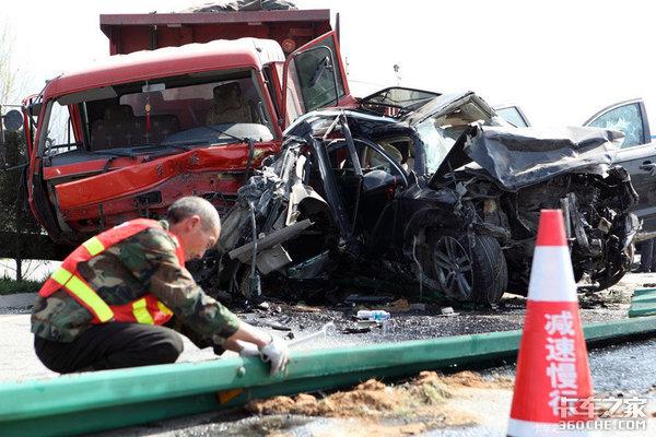 开车常见的4个危险细节你都遇见过吗?