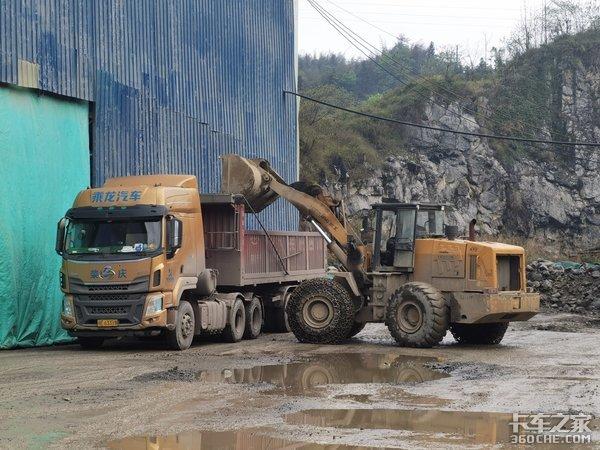 都说砂石料运输是低端车但是在这个地方竟然用J7、汕德卡拉石头