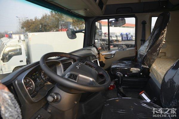 搭载240马力玉柴6缸发动机6米8格尔发A5X高顶双卧载货车图解