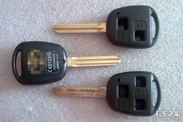 车钥匙遗落驾驶室卡友:哪个司机还不是资深开锁工
