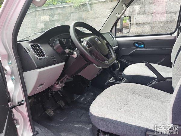 吉利商用车第一款轿卡开起来竟然不像卡车