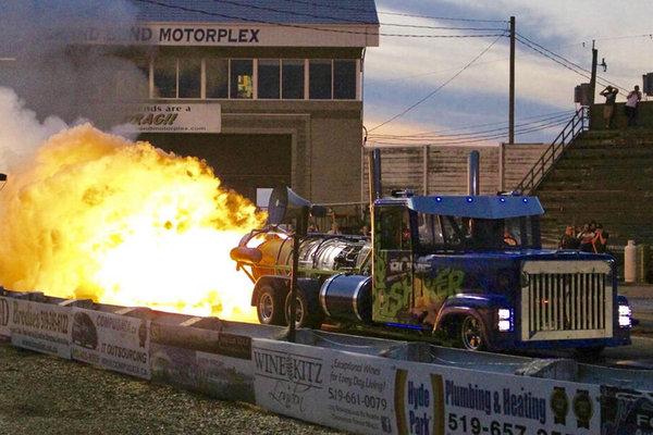 百公里油耗两个加油站!这种车你见过吗?马赫环都快喷出来了