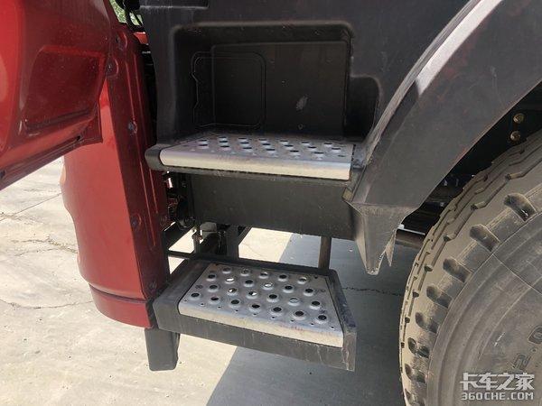 中短途物料运输舒适车型――大运X10系列8x4载货车