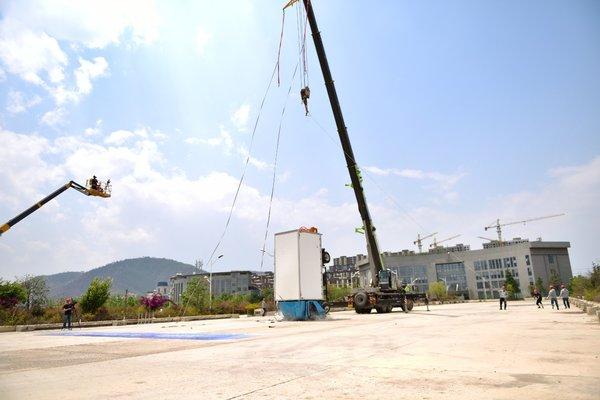 飞碟汽车:8米高空测安全用实力说话!