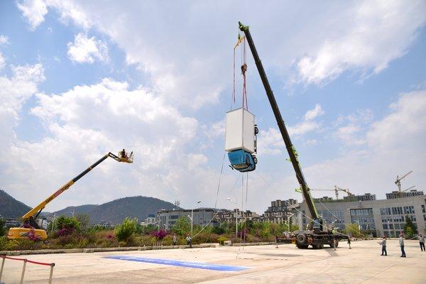 8米高空坠落实验飞碟W5保障西西人体人安全