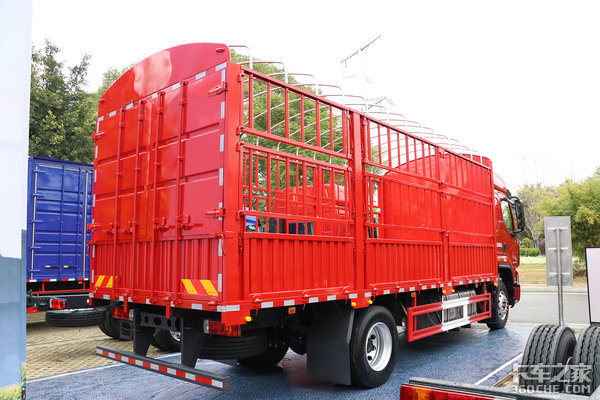 260马力可拉10吨半超3000km续航平地板加宽卧铺乘龙H5跑绿通很合适