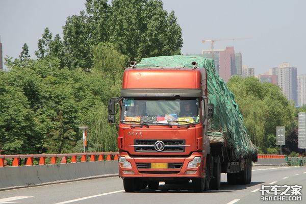 """货车司机超载被罚货主一句""""出了事我负责""""有用吗?"""