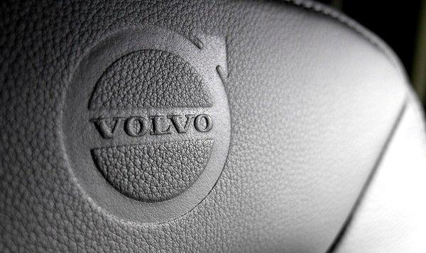 """沃尔沃限量版来了!最大750马力的FH16""""铁版""""向品牌致敬"""