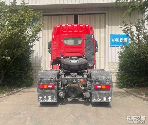 外观向大运V9看齐装潍柴400马力发动机大运V7亮相工信部