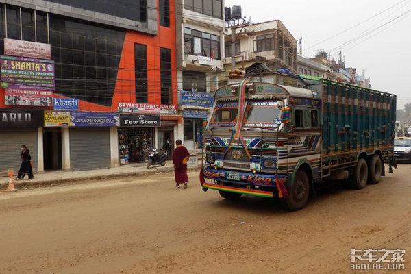 玩命也要赚钱?来看尼泊尔卡友的日常这样的日子如何?