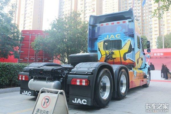 国内两款最美长头车跨越V7VS柳汽乘龙T7你最中意哪一款?