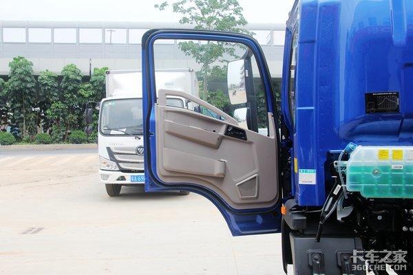 搭载潍柴2.3NQ发动机HOWO统帅小金牛搬家配货很实用