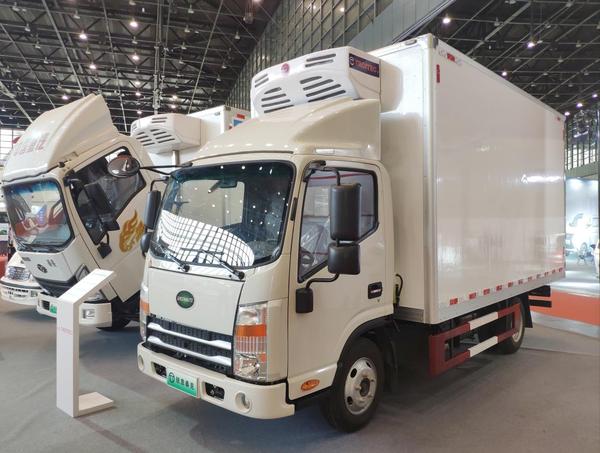 助力冷链运输绿色转型锐意泰克全系新能源冷藏车同台亮相