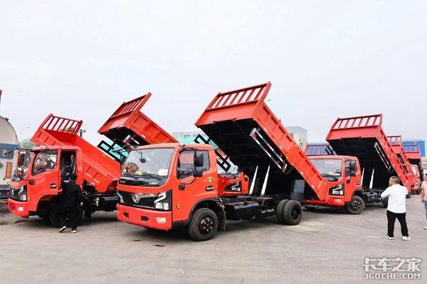 11辆国六东风福瑞卡R6平板自卸车交付客户