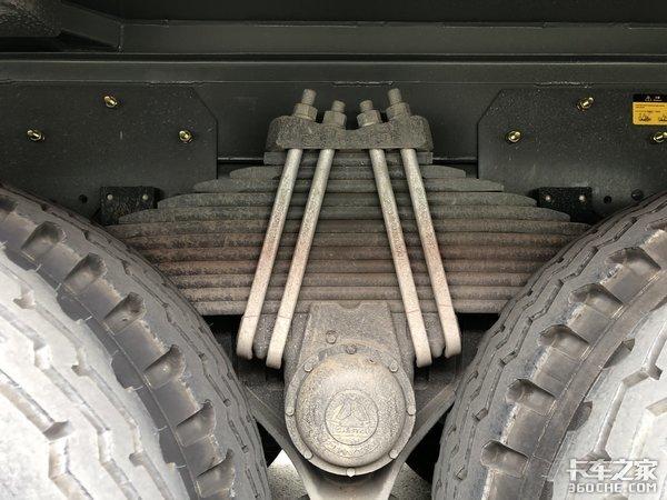 440马力自重15吨渣土城建豪沃很适合