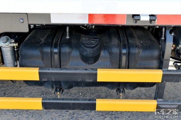 这款轻卡整车重量只有2.5吨多利卡D6锐能版轻松上蓝牌
