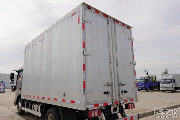 自重2.9吨配全铝货厢这款铂金色的全新骏铃你肯定没见过