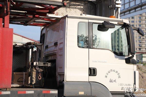 高架桥维护检查就靠它曼恩底盘的桥梁检查车你见过没