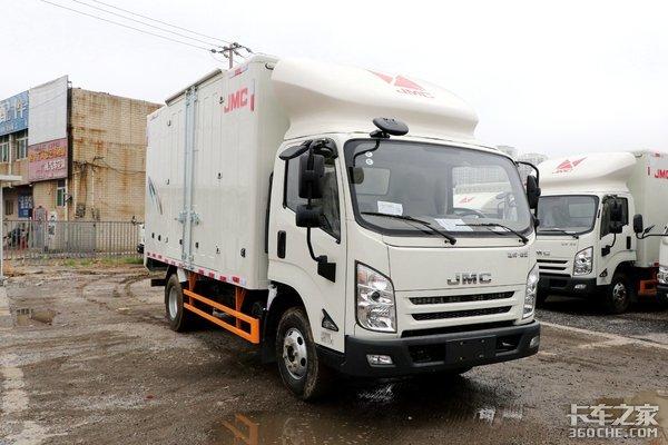 搭载江铃4D30动力+加宽货箱这款江铃凯运强劲版更能拉!
