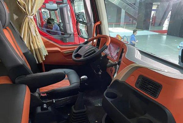 内饰焕新升级乘龙推出H5、H7订制版车型