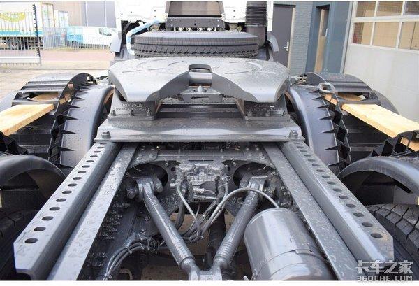 不不止有AMT奔驰Actros复合版砂石料用车拥有400马力输出