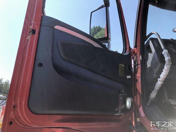 干线零担普货专用车型HOWOT7H4608x4载货车