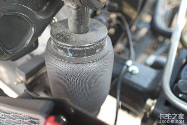 谁说驾驶室用气囊减震就舒服?卡友们没准你走进了误区!