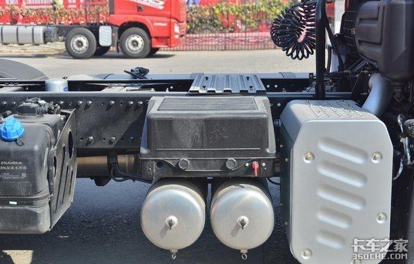 散装水泥运输:当红小生解放JH6质惠版自重更轻