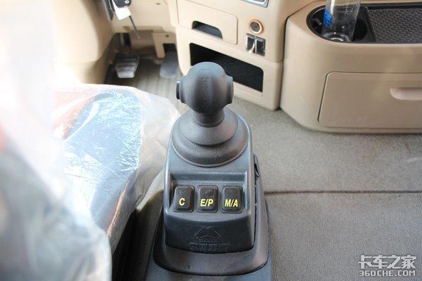 匹配有AMT变速箱的6米8中卡这款国六豪沃TX绝对让你大饱眼福