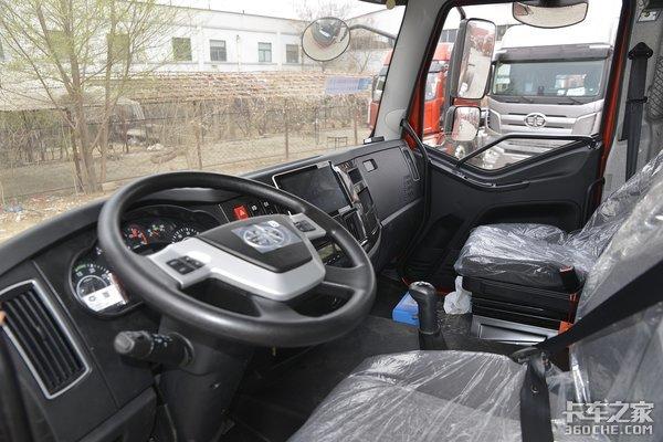 盘点四款6米8中卡载货车配备高顶双卧驾驶室还有六缸机