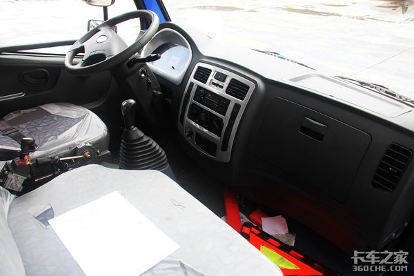 车身低至2米不怕限高杆时风风顺蓝牌自卸底盘可升降!