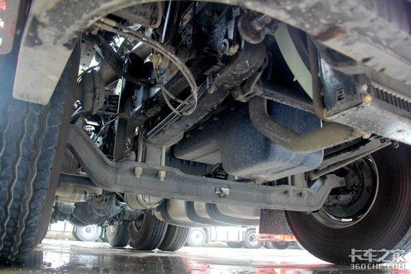 不到28万买平地板牵引车解放悍VH是中短途运输实惠之选