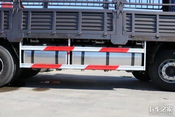 优惠3.68万搭载460马力配9米5仓栅厢这款J6P8×4能选吗