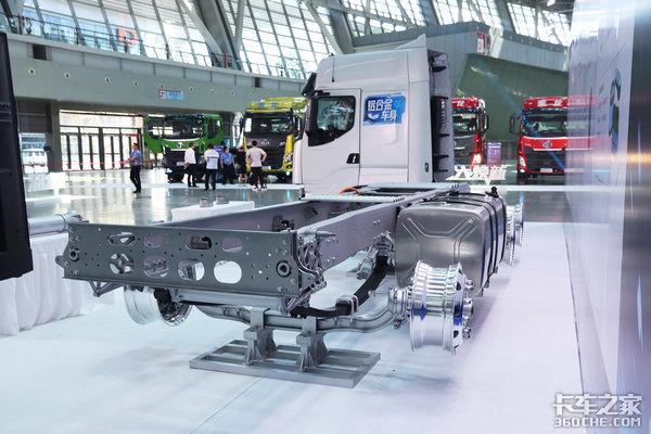 铝合金大梁+驾驶室13升6x4牵引车自重突破7.2吨