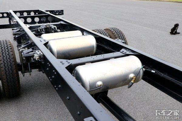 低货台短轴距配安康动力9米4德沃斯大单桥能装65方