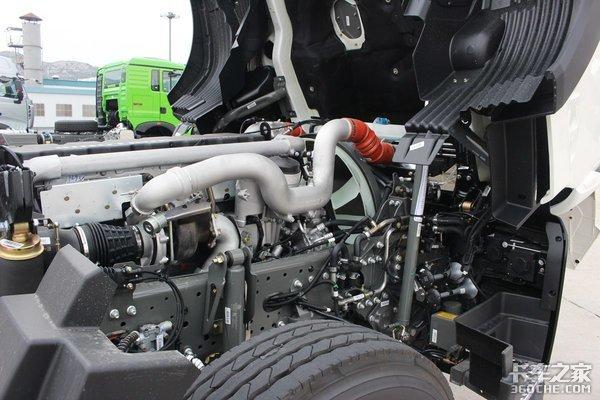 460马力双驱自重只有8.1吨!豪沃TX国六AMT车型全面升级